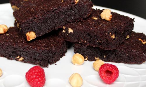 Brownies mit gerösteten Haselnüssen und Olivenöl