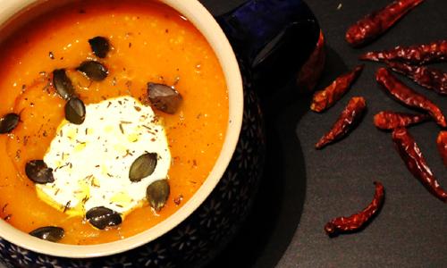 Spicy Hokkaido-Suppe mit Süßkartoffel und Mais.