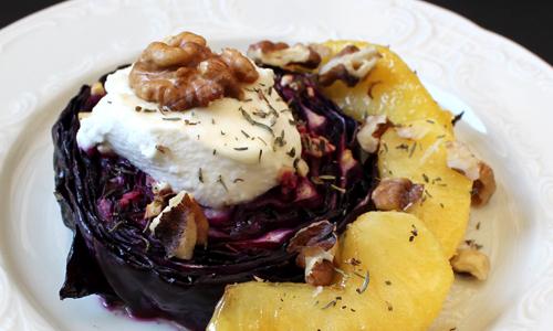 Mediterraner  Blaukraut aus dem Ofen mit Ziegenfrischkäse und karamellisierten Apfelspalten